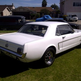 ford-mustang-65-weiss-03
